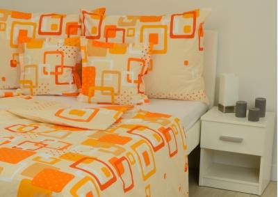 8-dílné povlečení s polštářky Oranžovobílé kostky (bavlna LUX)