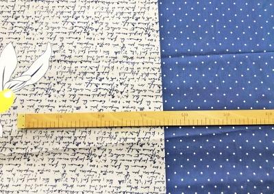 Modrá se žlutým heřmánkem bavlna  metráž