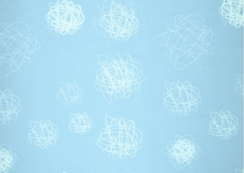 Bílá klubíčka na modrém podkladu bavlna metráž